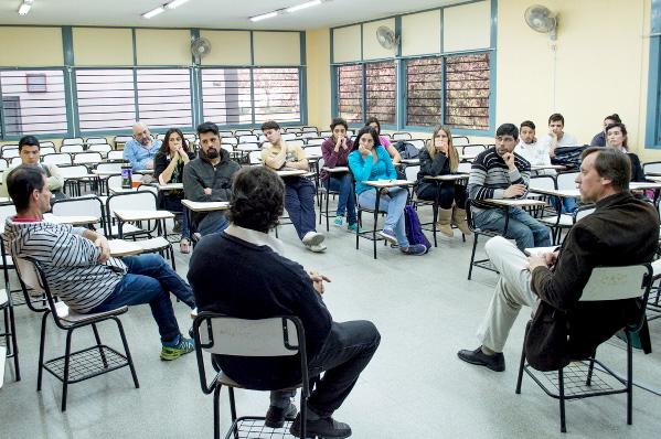 La FCA-UNC entregó becas estudiantiles