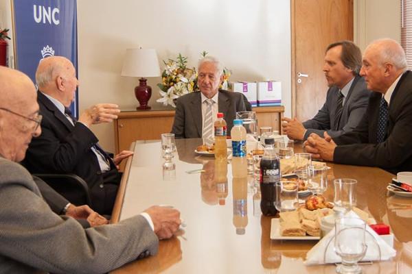 La FCA y la UNC estrechan vínculos con la Academia Nacional de Agronomía y Veterinaria