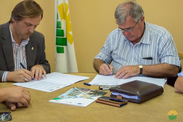 La FCA UNC y la aceitera AGD, juntas por el desarrollo del maní