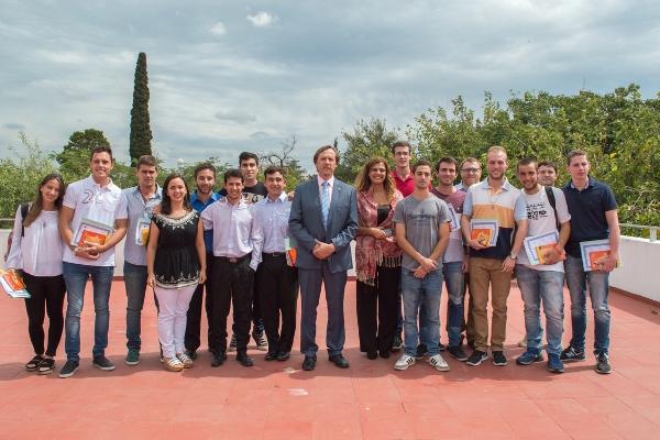 Emotivo reconocimiento de la FCA a alumnos destacadas