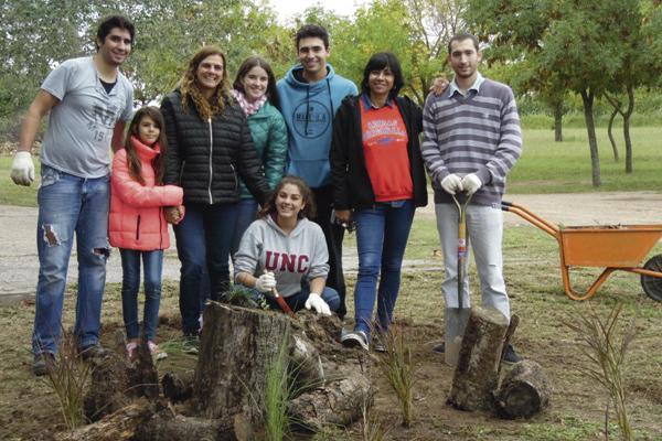 """Estudiantes """"dejan huella en"""" el Campo Escuela"""