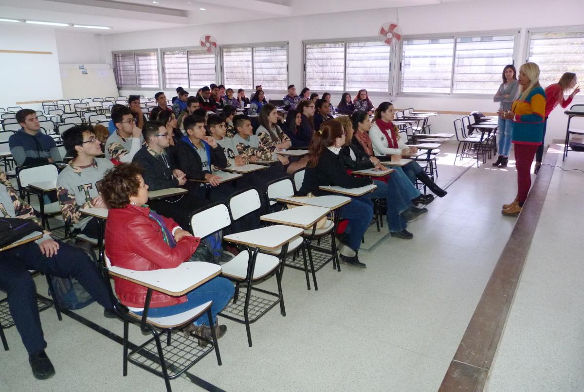 Exposición de alumnos pasantes de colegios secundarios