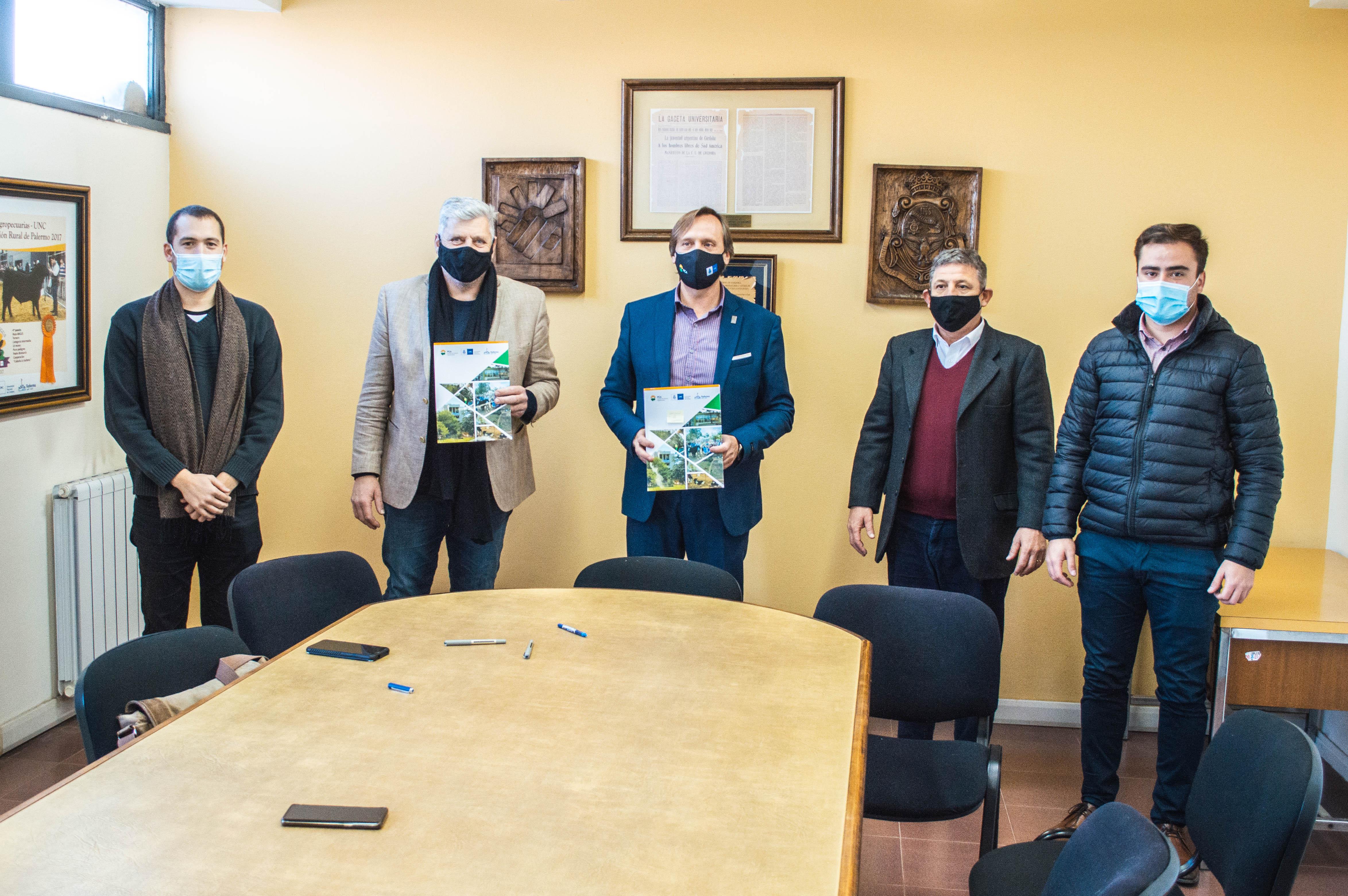 2000 ejemplares de eucaliptus y asesoramiento para Pueblo Italiano