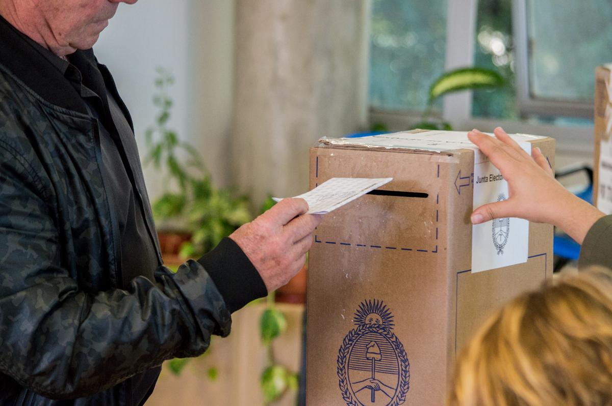Elecciones en la UNC: hasta el 24 de agosto podrán inscribirse estudiantes, graduados y graduadas que opten por la modalidad postal